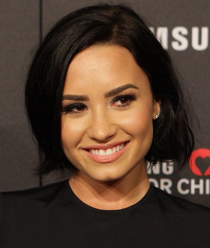Demi-Lovato-tousled-raven-hair-smoky-eyes