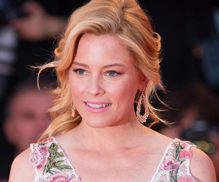 Elizabeth Banks matches her pale pink lipstick to her Marchesa gown at the 2015 Venice Film Festival