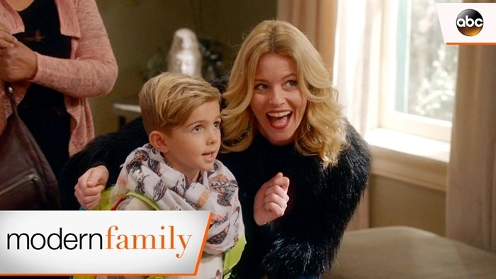 Elizabeth Banks appears in Modern Family as Mitchell and Cameron's gal pal, Sal