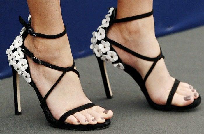 Elizabeth Banks shows off a dark neutral pedicure in embellished Stuart Weitzman Wildthing sandals