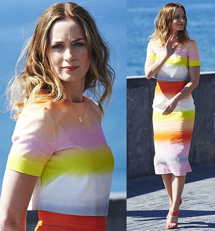 Emily Blunt waves to the cameras at a photocall held in Spain