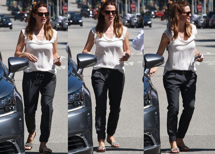 Jennifer Garner wore a white top with loose, garterized pants