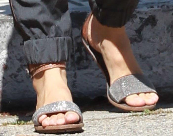 Jennifer Garner's feet in sandals by Brunello Cucinelli