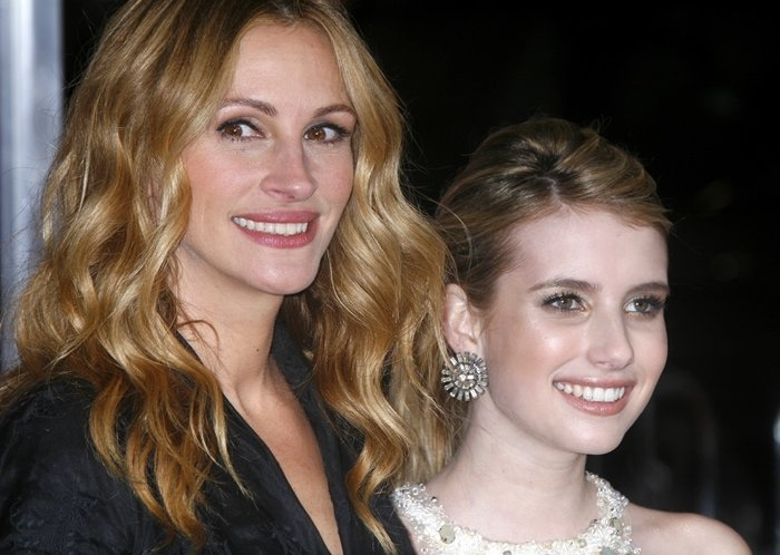 "Emma Roberts and her paternal aunt Julia Roberts both ""have a lot of teeth"""
