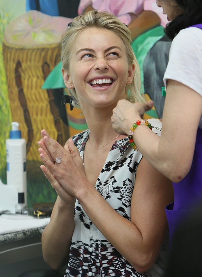 Julianne Hough wore her short blonde hair down with a side part