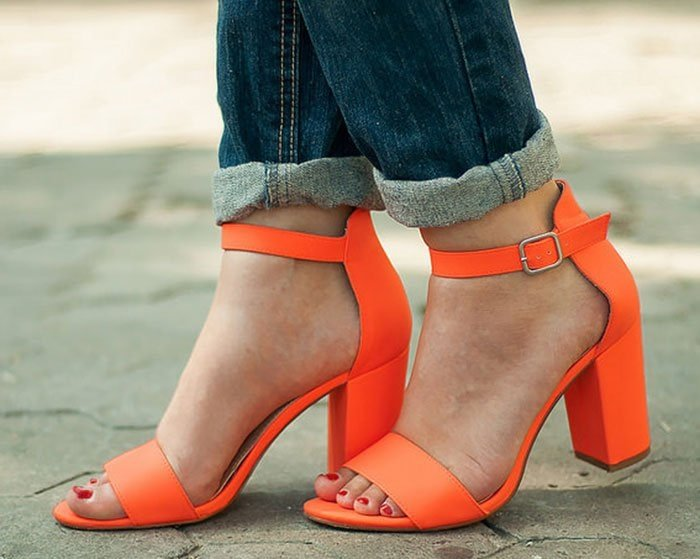 Wearing bright heels is an easy way to add a pop of color to your casual denim look