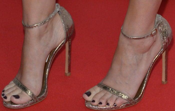 Kate Mara's hot feet in Stuart Weitzman Nudist sandals