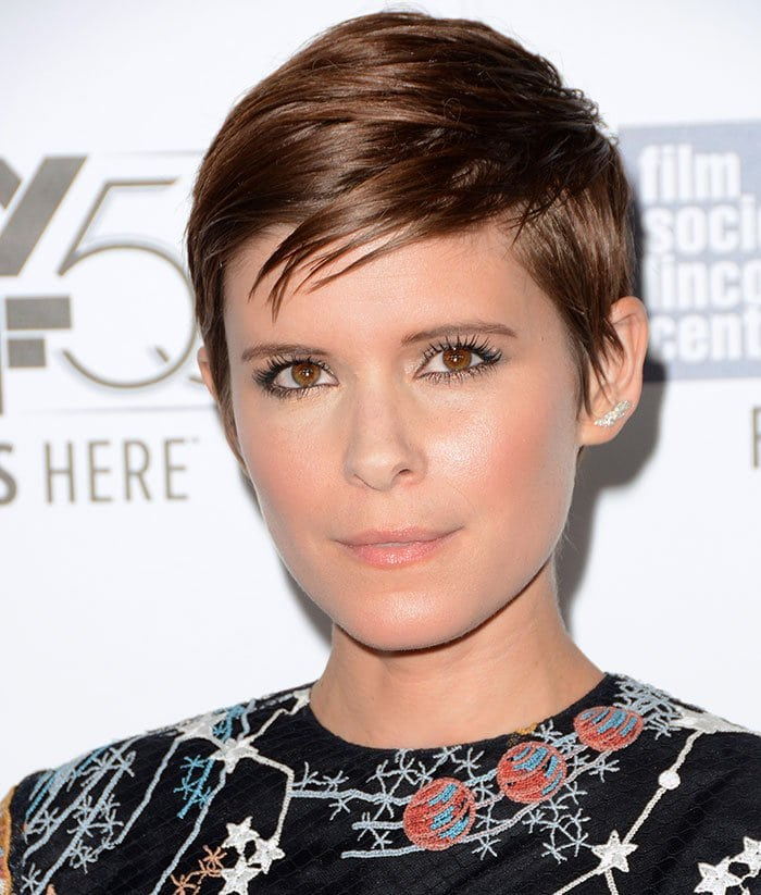 """Kate Mara with a short pixie cut attends the premiere of her latest film """"The Martian"""""""