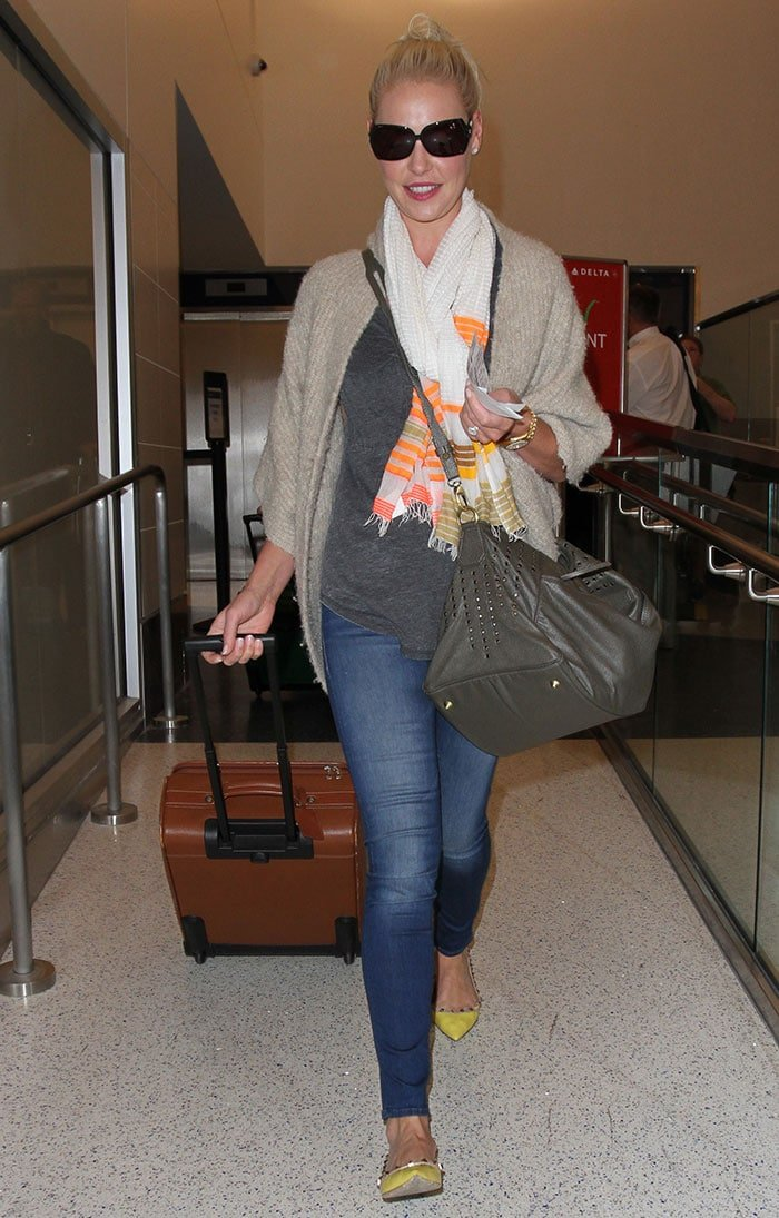 Katherine-Heigl-departs-from-LAX-Labor-Day-Weekend