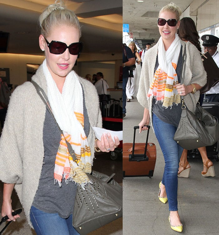 Katherine-Heigl-gray-tank-top-jeans-sweater-scarf