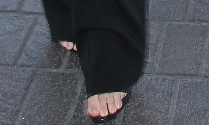 Kendall Jenner Claims She Has The Longest Spider Toes In