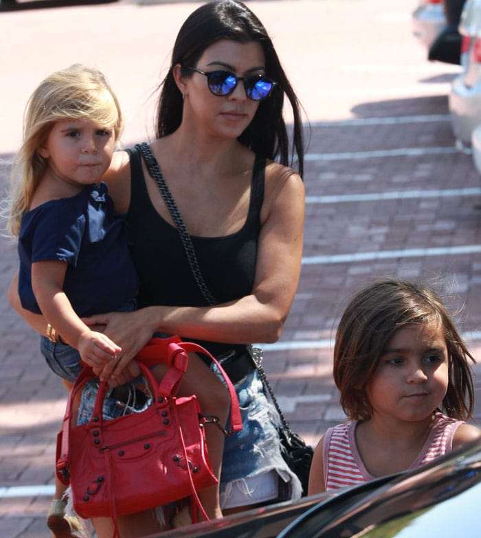 Kourtney Kardashian attends the Malibu Kiwanis Chili Cookoff with her children in Malibu, Beverly Hills on September 5, 2015