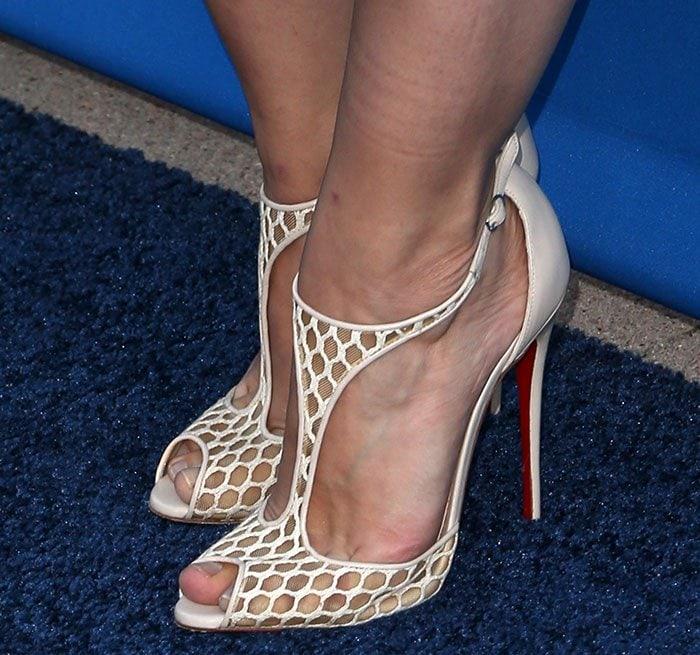 Kristen Bell wears a pair of Christian Louboutin sandals on her feet