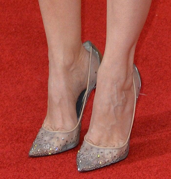 """Kristen Wiig shows off her feet in a pair of """"Follies Strass"""" pumps"""