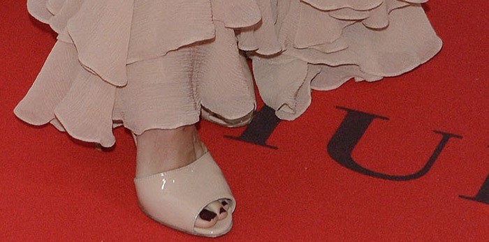 Naomi Watts matches her nude Gianvito Rossi heels to her nude ruffled dress on the red carpet