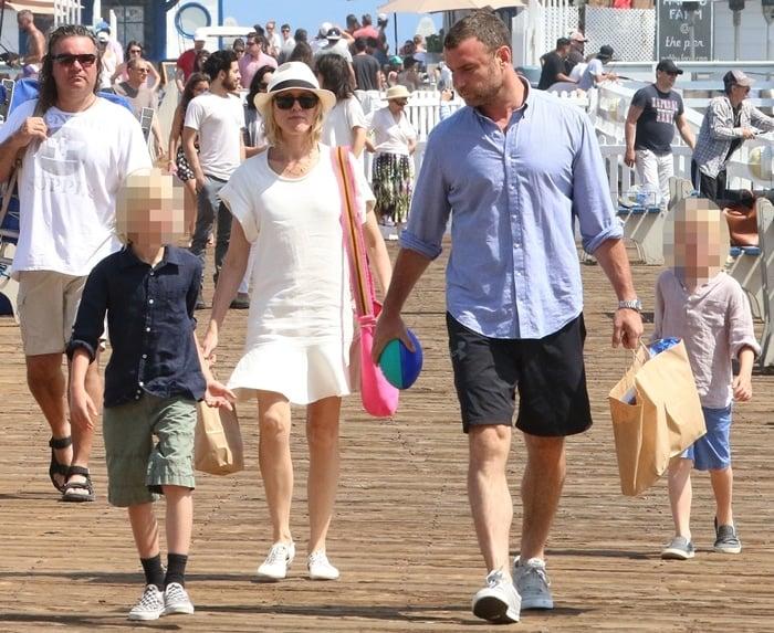 Naomi Watts and Liev Schreiber with their boys Samuel Kai Schreiber and Alexander Pete Schreiber
