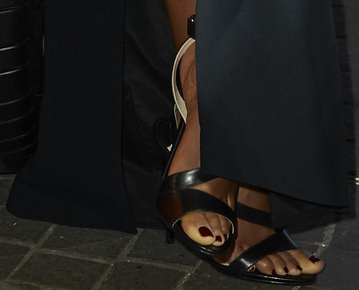 Naomie Harris showing off her feet in black strappy sandals