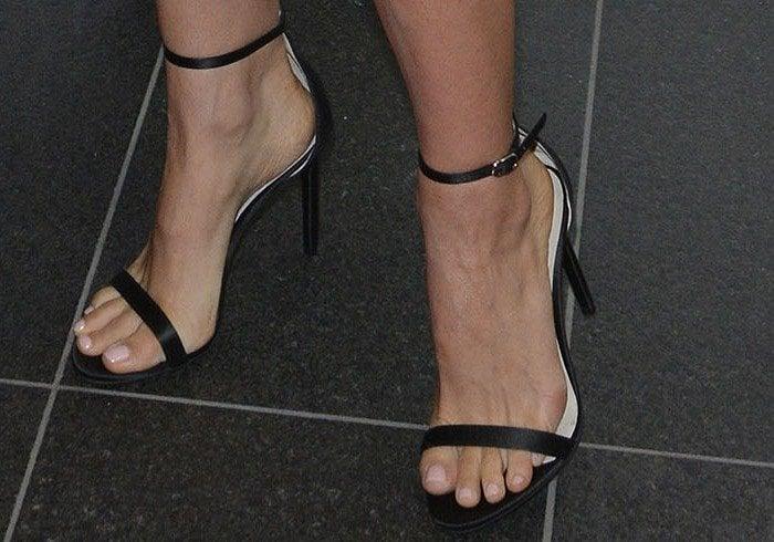 Natalie Portman wears a simple black pair of Bally heels