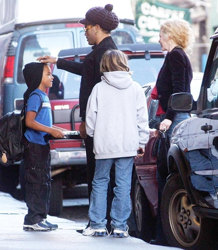Nicole Kidman and Lenny Kravitz being greeted by Nicole's children in Soho