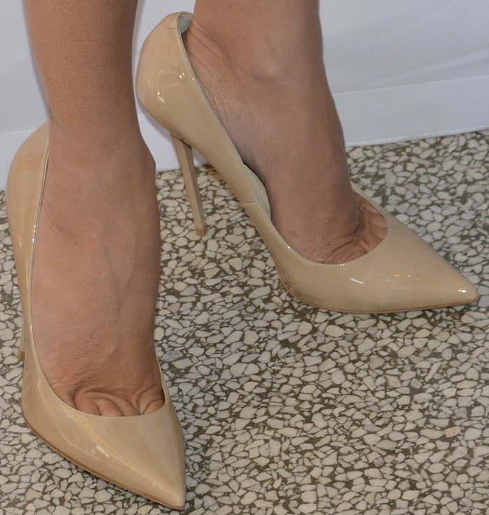 "Penelope Cruz showing toe cleavage in patent leather ""Anouk"" pumps from Jimmy Choo"