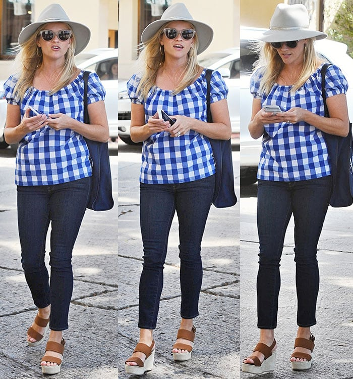Reese-Witherspoon-blue-gingham-top-skinny-jeans-brown-wedges-1