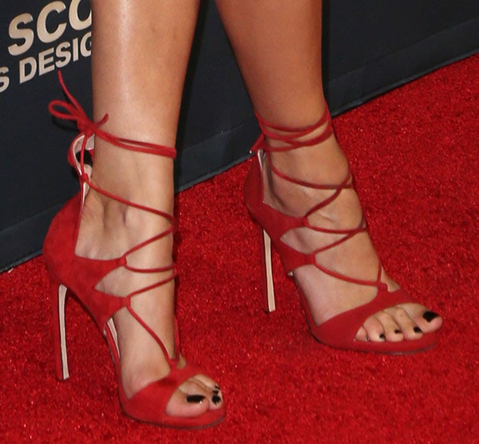 """Rita Ora shows off her pretty toes in strappy """"Leg Wrap"""" sandals by Stuart Weitzman"""