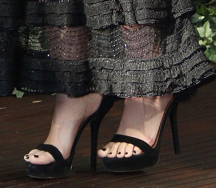 Rooney Mara matches her black dress and black pedicure to her simple black platform sandals