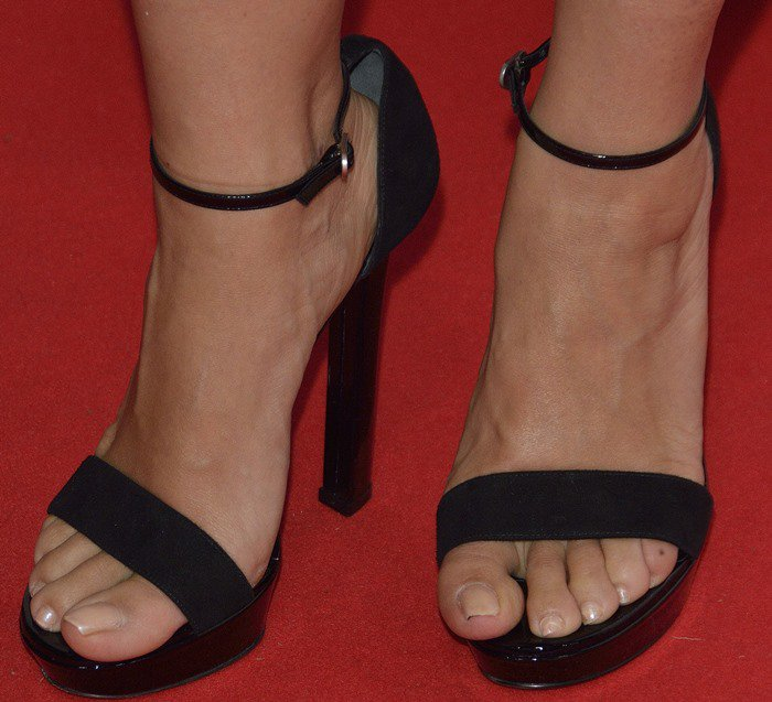 Salma Hayek's ankle straps struggle to keep her feet in place in a pair of too-large heels