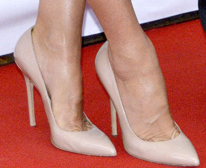 Sandra Bullock completes her red carpet ensemble with a simple pair of nude pumps