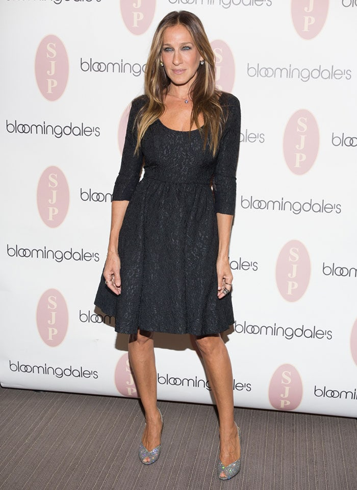 d1494f5a3cb Sarah Jessica Parker in a simple but chic brocade LBD featuring  three-quarter sleeves