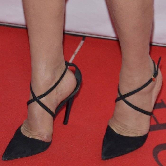 Shohreh Aghdashloo reveals toe cleavage while showing off her feet in sexy black stilettos