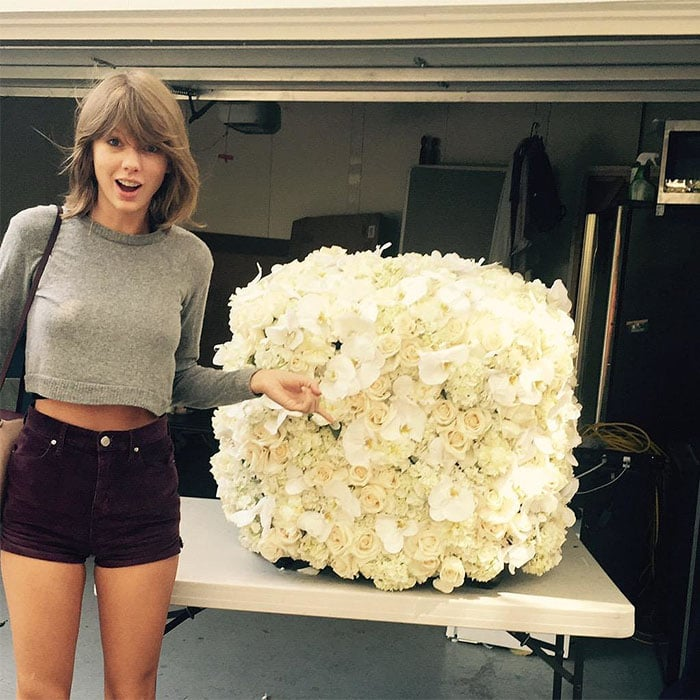 aylor Swift's Instagram pic of the cube bouquet of flowers sent by Kanye West