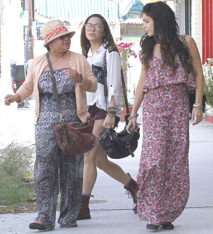 Vanessa Hudgens out for lunch in April 2012 with her mother Gina Guangco and her sister Stella Hudgens