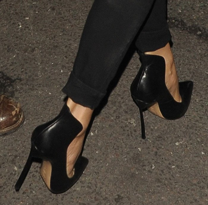 Victoria Beckham wears a pair of black Casadei pumps