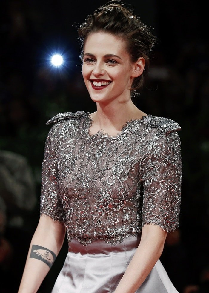 Kristen Stewart was all dolled up in a shimmery Chanel Haute Couture Fall 2015 dress