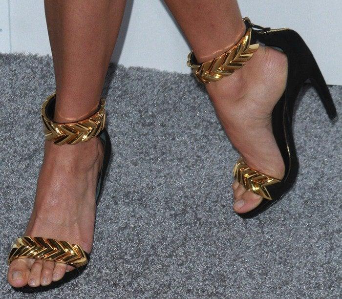 Alicia Vikander's feet in gold Louis Vuitton sandals