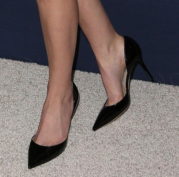 Anna Kendrick wears a pair of Jimmy Choo pumps on her feet