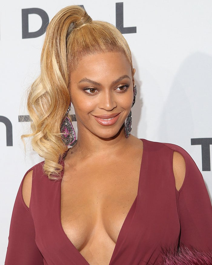 Beyonce-high-ponytail-neutral-makeup