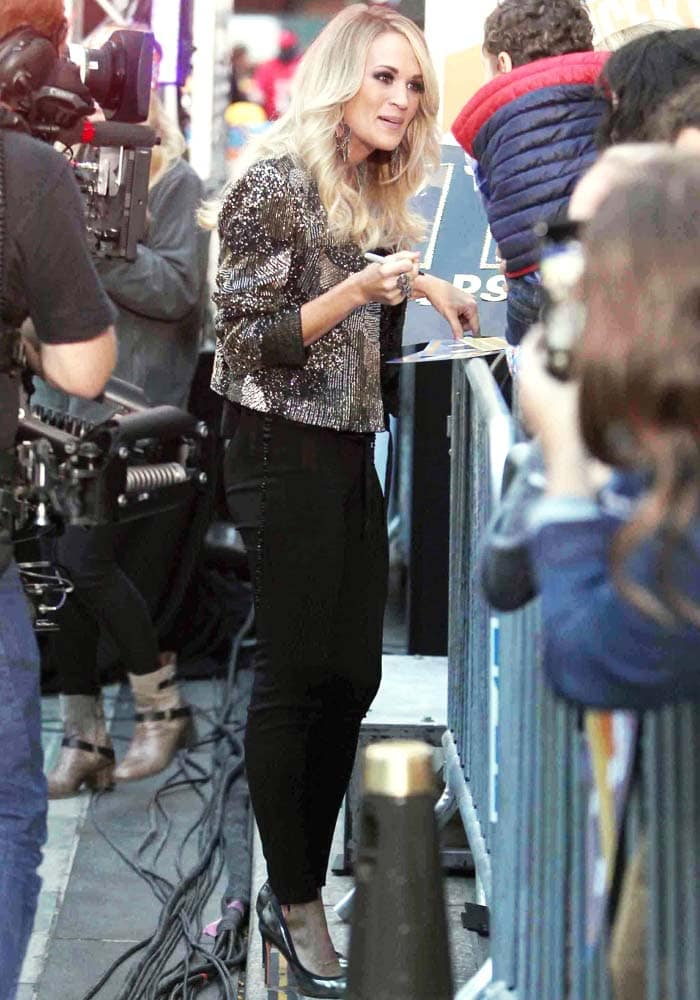 Carrie Underwood signs autographs for fans after performing on the Today show