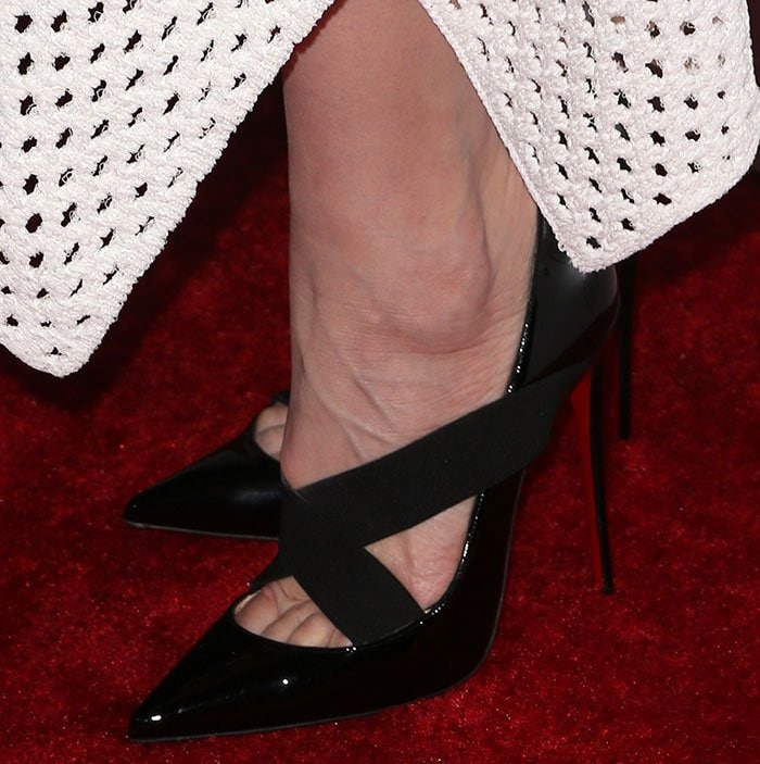 Cate Blanchett wears a pair of Christian Louboutin pumps on her feet