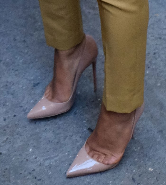 Christina Milian's sexy toe cleavage in nude pumps