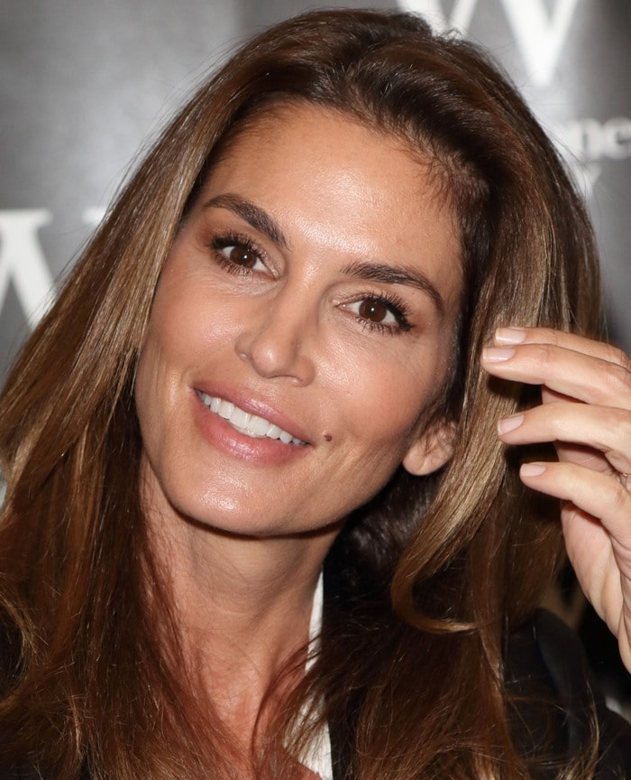 Cindy Crawford signs her book Becoming