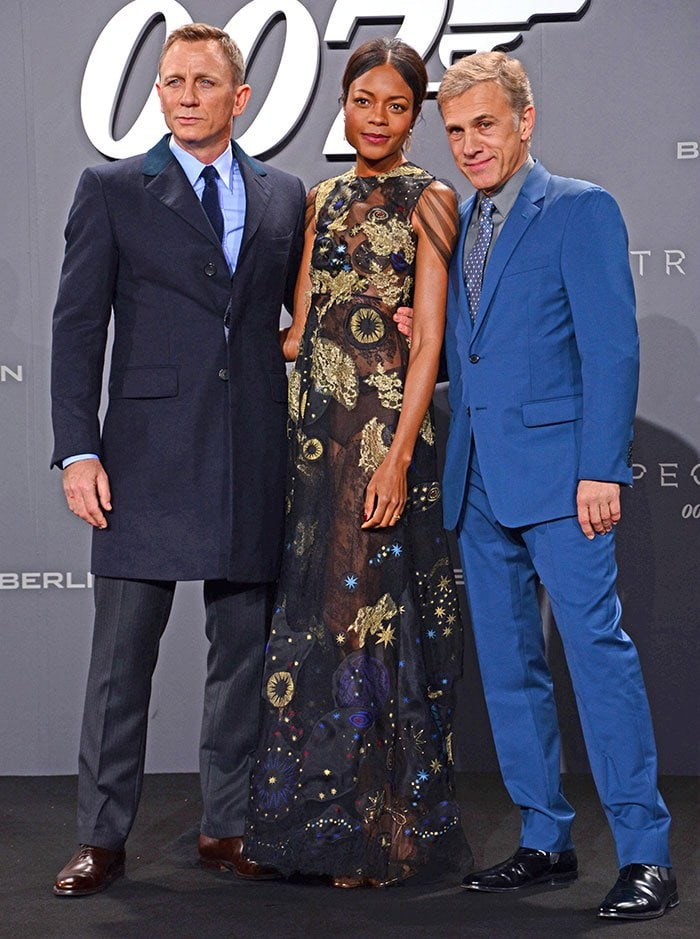 """Daniel Craig, Naomie Harris and Christoph Waltz pose for photos at the """"Spectre"""" premiere"""
