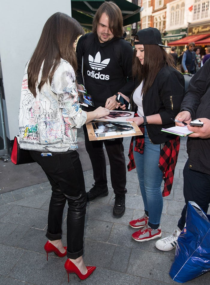 Hailee Steinfeld signing autographs outside Global House in Leicester Square in London