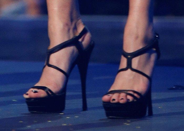 Baldwin feet hailey Yahoo is