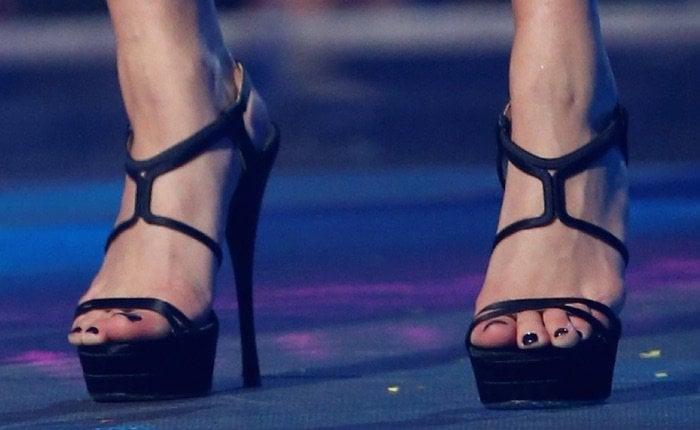 Hailey Baldwin EMA shoes2
