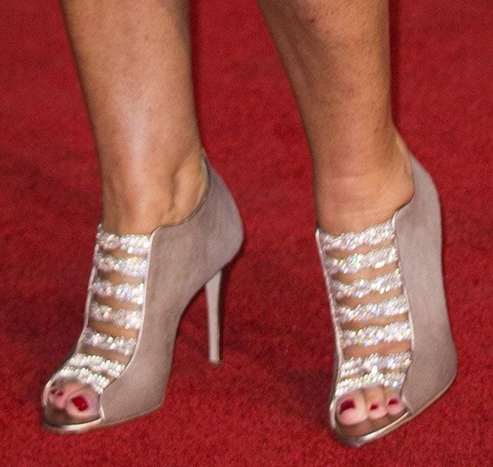Helen Mirren showed off her feet in Gina booties
