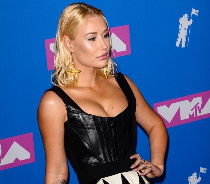 Iggy Azalea's boobs and nose at the 2018 MTV Video Music Awards following rhinoplasty & breast augmentation