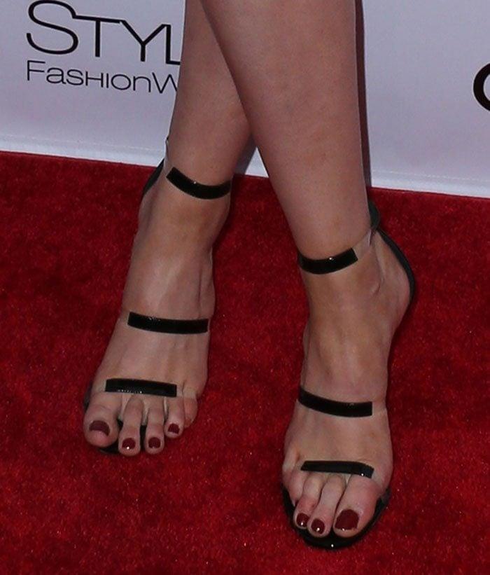 Ireland Baldwin's pedicured feet in Tamara Mellon sandals