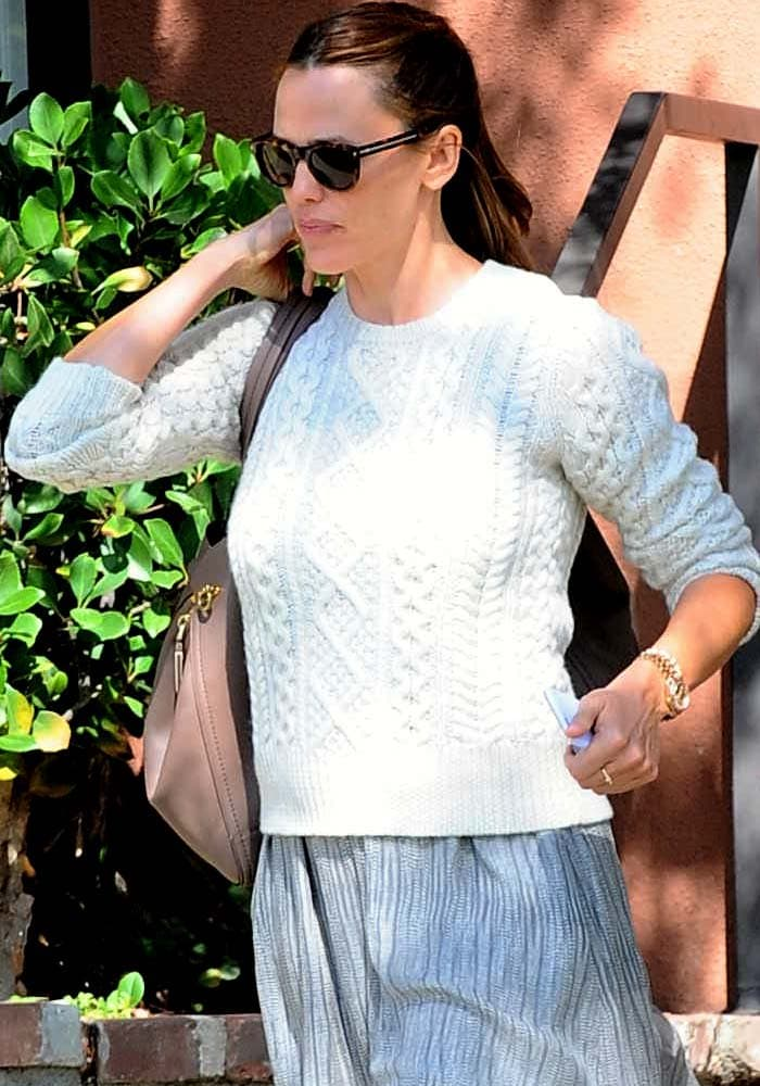 Jennifer was photographed leaving a marital counseling office